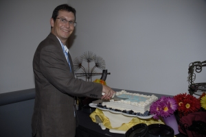 Dave Andrews cutting the CICS 40th anniversary cake